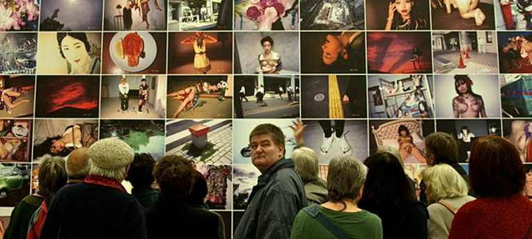 Une nouvelle performance de Deborah de Robertis au musée Guimet crée la polémique