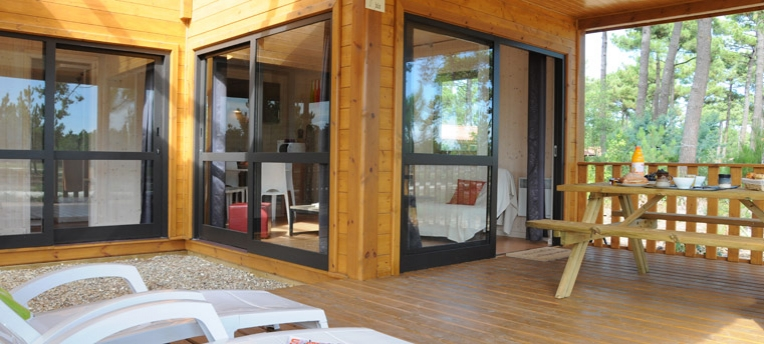 Chalet premium en camping naturiste chm montalivet for Salon naturiste