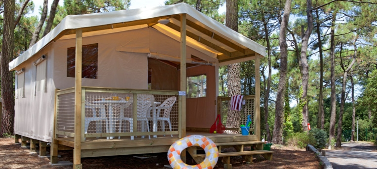 Tente Ecolodge en camping naturiste