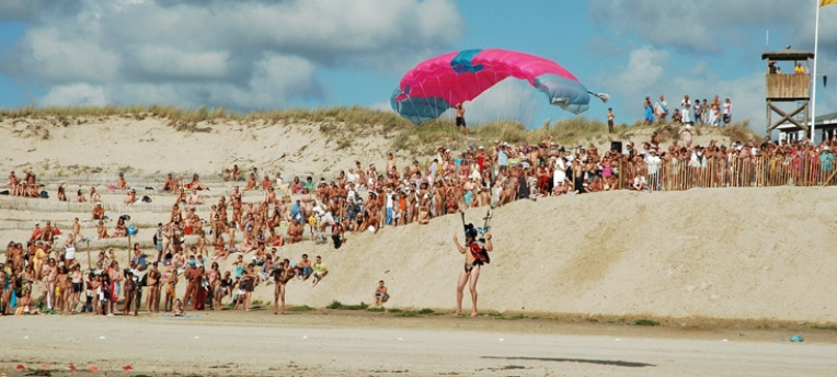 Parachutisme plage naturiste