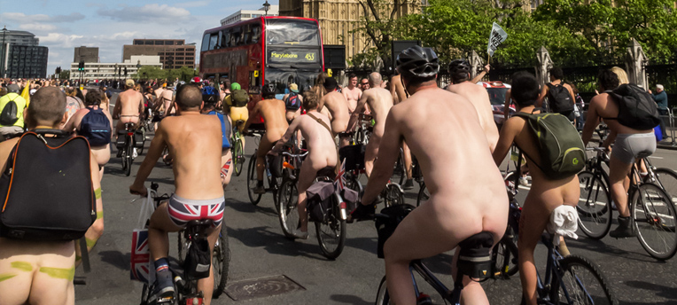 La World naked bike run : du naturisme à bicyclette ?